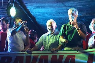 http://vnoticia.com.br/noticia/2225-lula-em-campos-reune-cerca-de-duas-mil-pessoas-na-praca-do-liceu