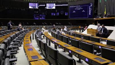 Centrão recua, e Câmara deve votar adiamento das eleições