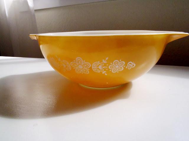 orange pyrex bowl