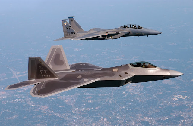 TOP GUN INSTRUCTOR FLIES F22 RAPTOR