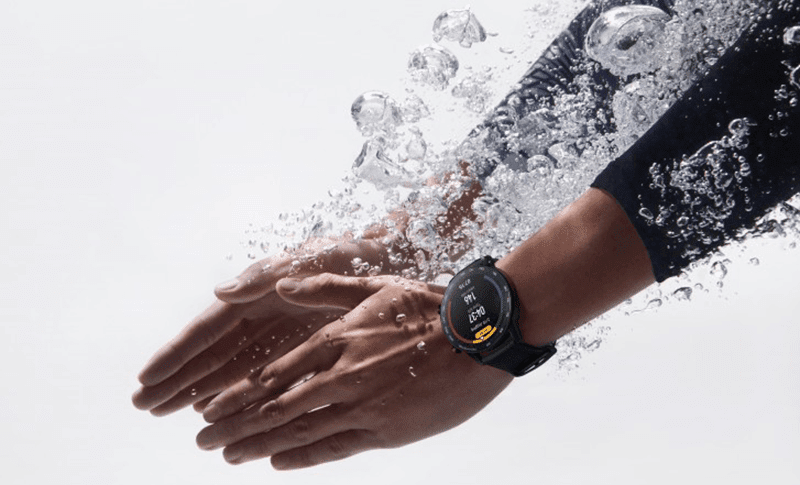 Its 5ATM water resistance can help you track your swimming exercises