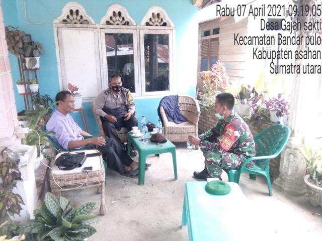Sambangi Kepala Desa Ke Rumahnya Jalin Silaturahmi Dilakukan Personel Jajaran Kodim 0208/Asahan