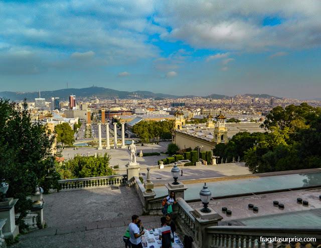 Montjuïc: escadaria do Palau Nacional e vista de Barcelona