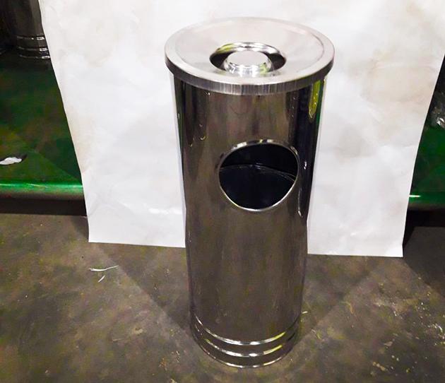 Tempat sampah sangat penting sebagai tempat limbah padat atau sampah perkantoran