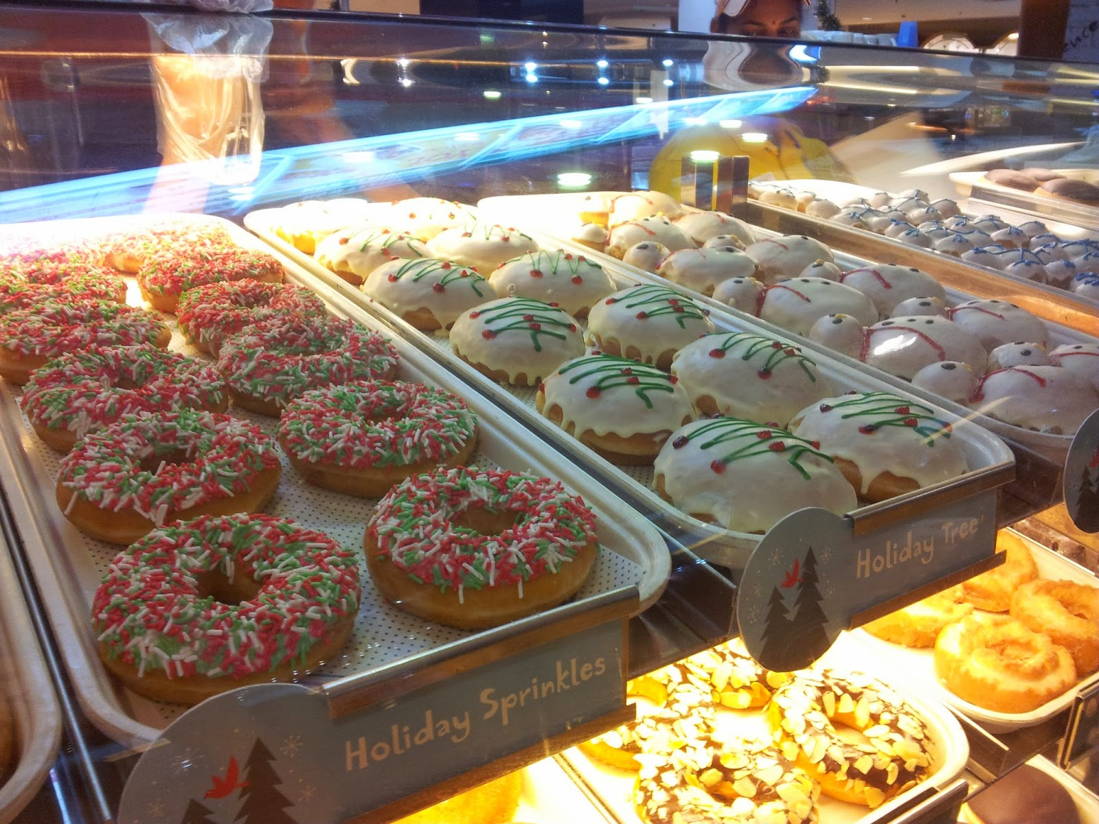 Krispy Kreme Announced Its Christmas Donuts For 2019 |Christmas Krispy Kreme Doughnuts