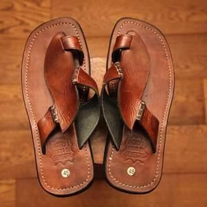 """Dallû Ngaay"", les chaussures en cuir 100% made in Sénégal  :  Mode, artisanat, local, tradition, cordonnerie, chaussure, cuir, homme, femme, Ngaay, Mékhé, LEUKSENEGAL, Dakar, Thiès, Sénégal, Afrique"