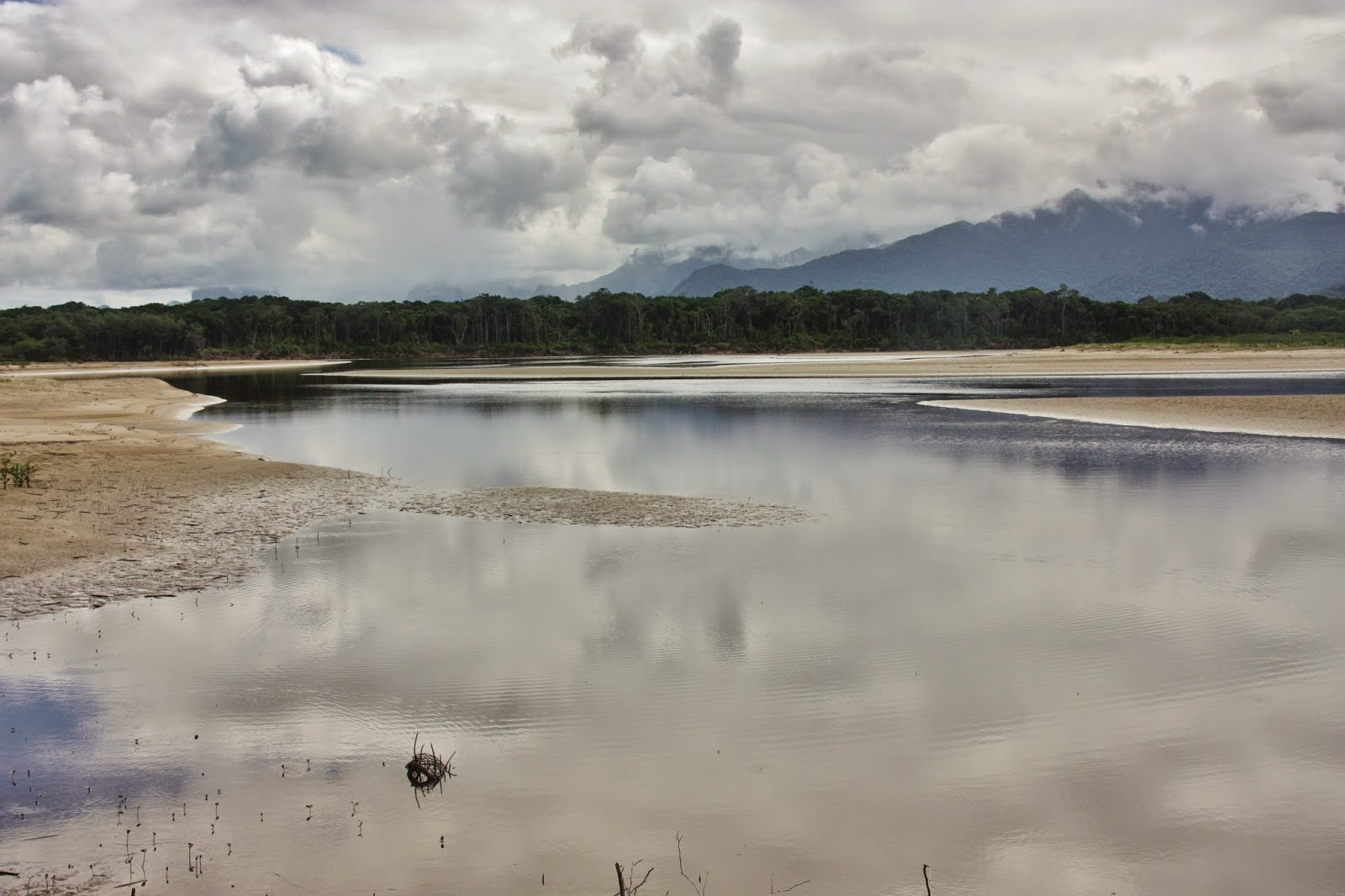 A Barra do Una, na Estação Ecológica Juréia-Itatins
