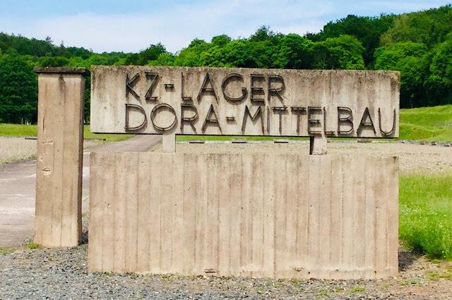 """""""Photo de l'emplacement du portique d'entrée du camp de Dora"""""""