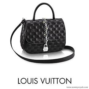 Queen Rania carried LOUIS VUITTON Chain Bag