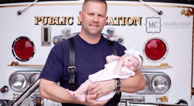 Спасатель пожарной станции удочерил девочку, которой помог появиться на свет