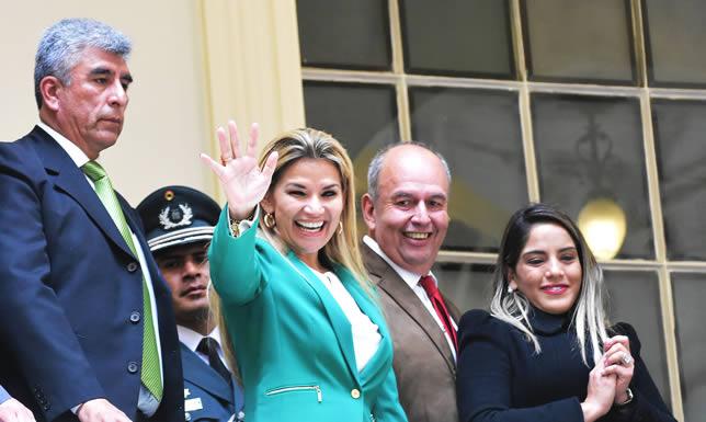 Presidenta Jeanine Áñez recibe elogios de la ciudadanía boliviana tras discurso del 22 de enero