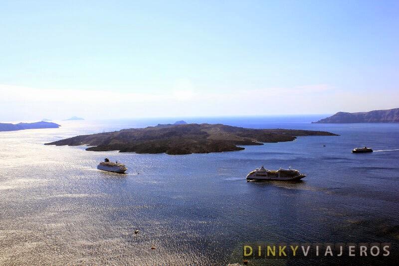 Cruceros atracados en Santorini