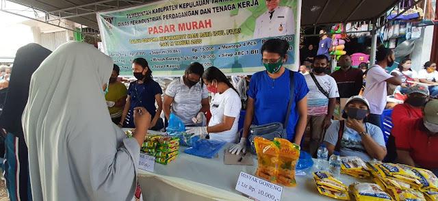 Petrus Fatlolon Perhatikan Kebutuhan Masyarakat Melalui Pasar Murah Jelang Perayaan Idul Fitri 1441 H
