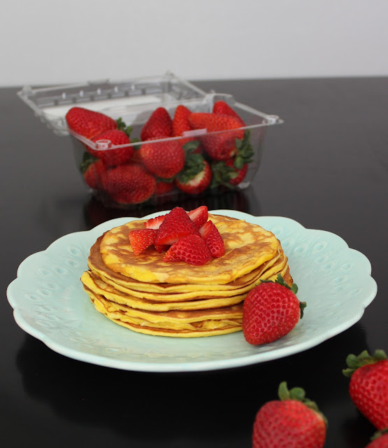 Keto Strawberry Cheesecake Pancakes