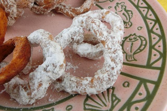 シュガーパウダーのドーナツ
