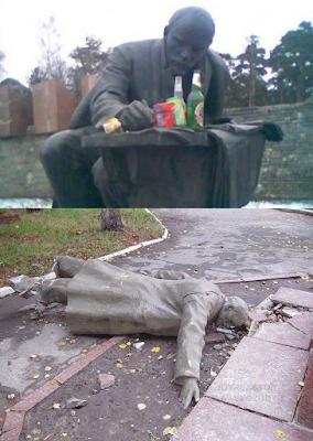 Lenin Statue total besoffen - lustige Fotos