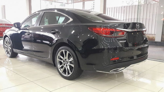 Mazda 6 nhin tu phia sau