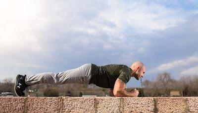 tips membentuk otot bahu dengan cepat di rumah