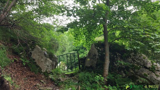 Portilla de acceso al Valle de Xulió