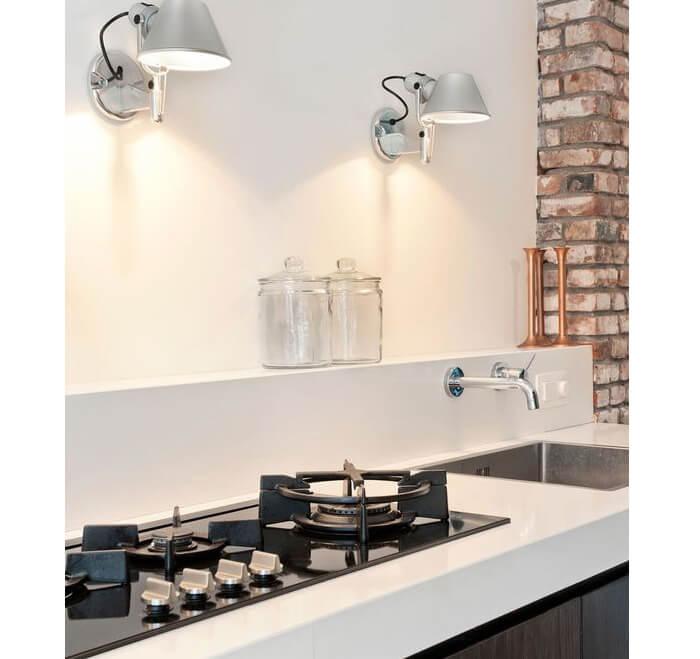 Faretti a muro posti in cucina per illuminare il piano cottura