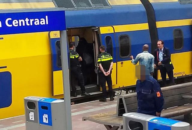 هولندا.. تأخر القطار 20 دقيقة في محطة روتردام حتى اضطرت الفتاة للكشف عن وجهها