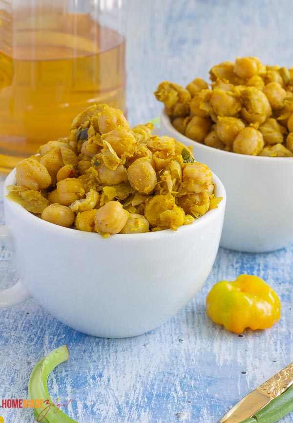 Two cups of curry chickpeas with a hot pepper in the pic