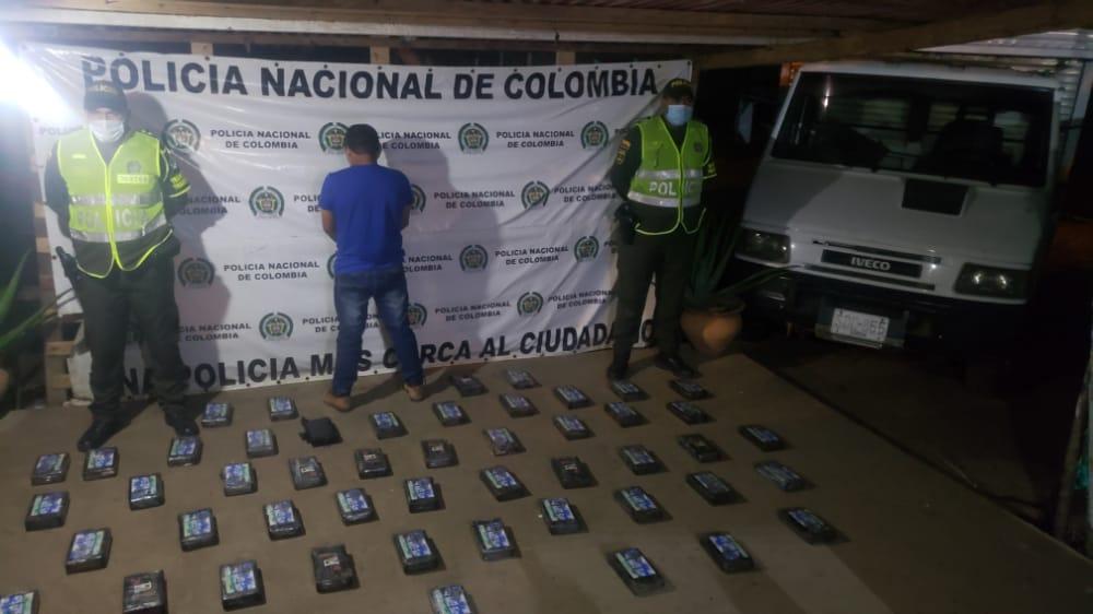 https://www.notasrosas.com/Policía Nacional  incauta 56,9 kilos de Clorhidrato de Cocaína, en la vía Paradero - Maicao