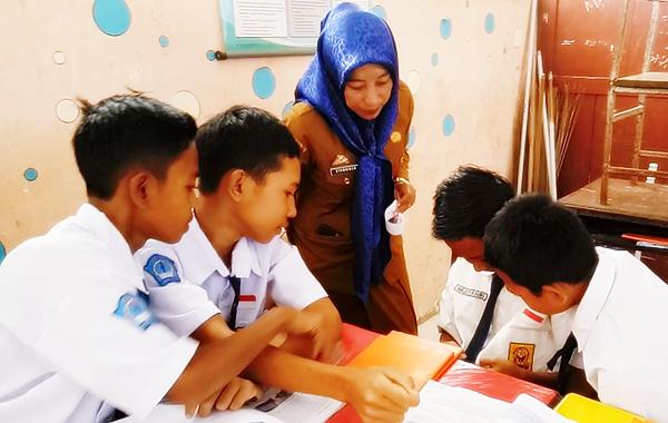 Teknik Pengajaran Timbal Balik ( Reciprocal Teaching ) untuk Meningkatkan Keterlibatan Siswa