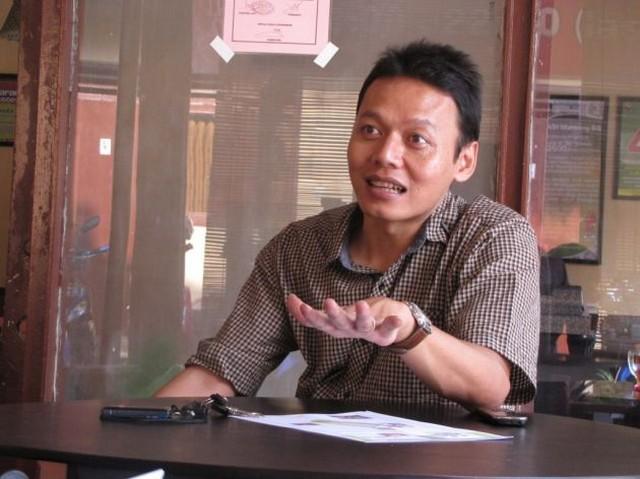 Kisah Sukses Yoyok Hery Wahyono dengan Waroeng SS;Kisah Sukses Pengusaha Membangun Bisnis