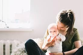 Coronavírus: 52% das mães perderam renda durante a quarentena, diz estudo