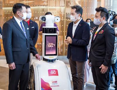 True Group ดึงเครือข่ายอัจฉริยะ True5G ร่วมรีเซ็ตธุรกิจค้าปลีก  สู่วิถีใหม่ New Normal  ชูนวัตกรรมหุ่นยนต์ True 5G Temi Thermal ScanBot และ  True 5G PatrolBot  ยกระดับมาตรการดูแลความปลอดภัย ณ Siam Paragon และ Icon Siam