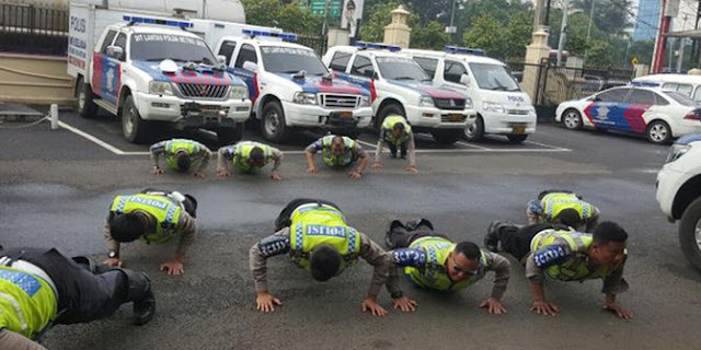 Tak Hafal Al Quran, Para Polisi Di Daerah Ini Dihukum Push Up