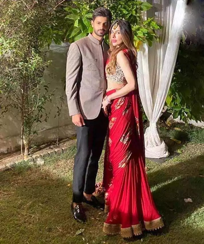 Latest Pictures of Saad Qureshi With His Wife