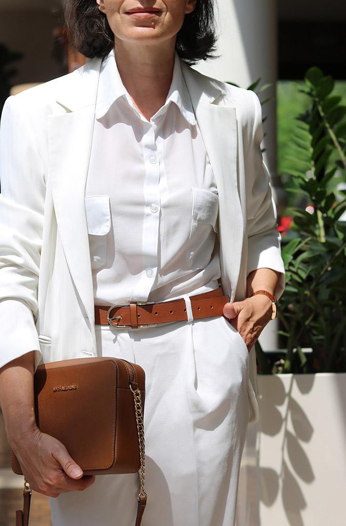 Białe spodnie i marynarka