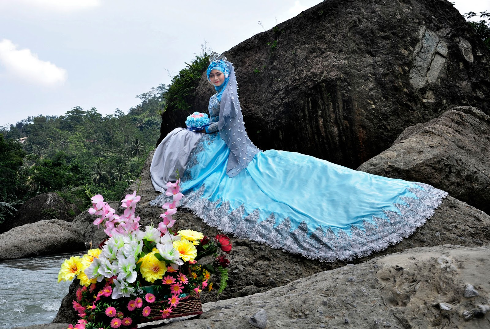 prewedding outdoor dengan bunga