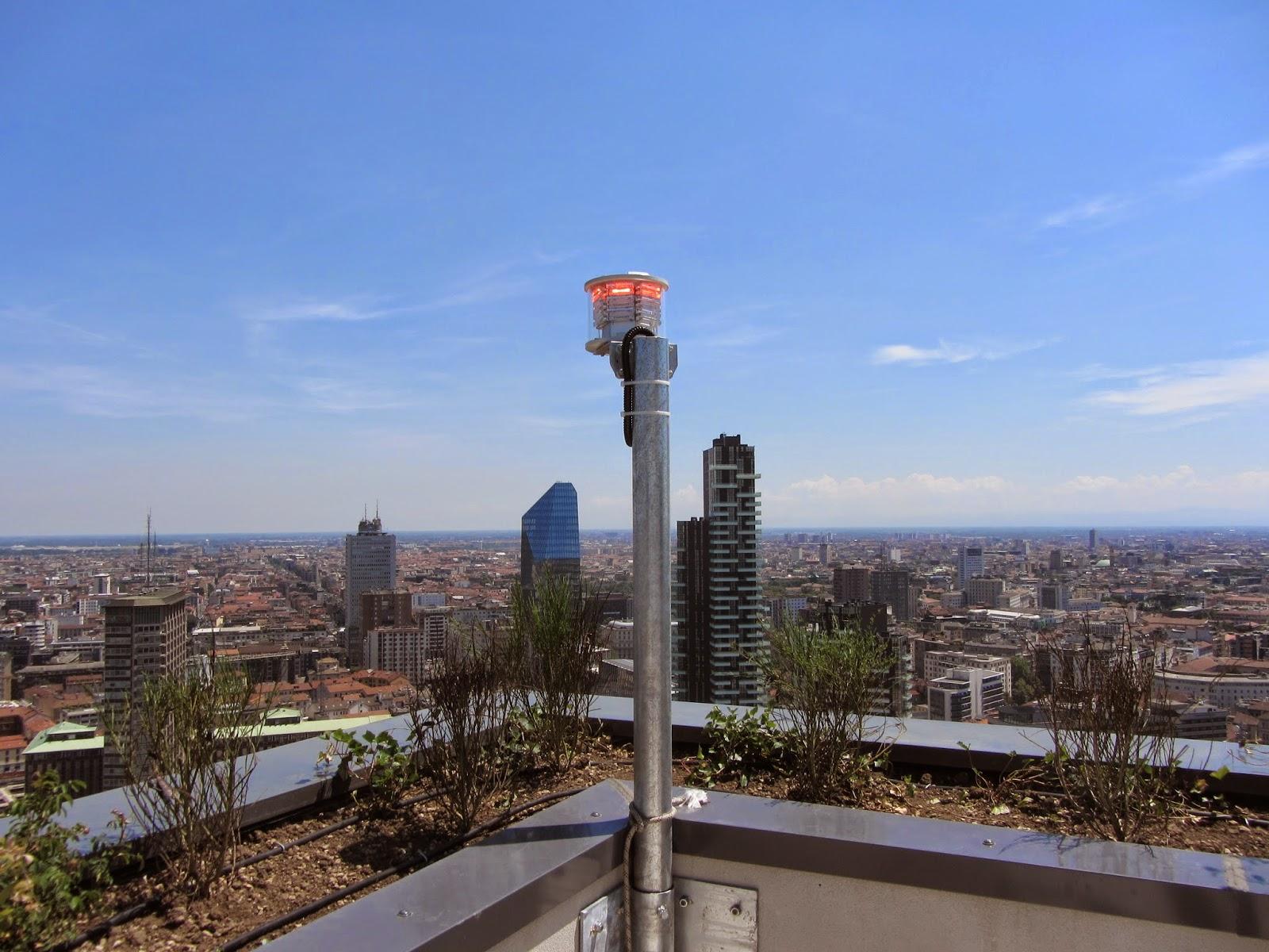 Yüksek yapılarda uçak ikaz lambası kullanımı