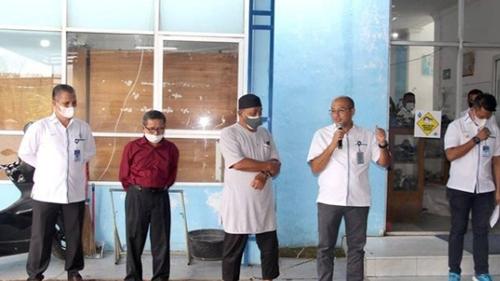 Dirut Serahkan Bantuan Peningkatan Ekonomi Kemasyarakatan Untuk Janda Mantan Karyawan Perumdam Kota Padang