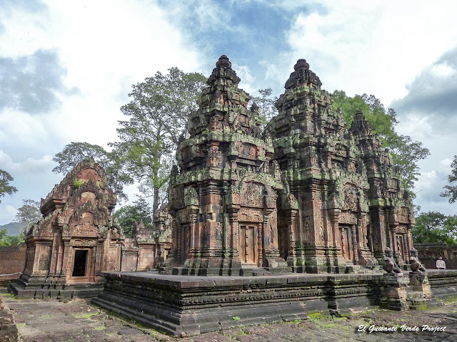 Banteay Srei, prasats y biblioteca norte - Angkor, Camboya por El Guisante Verde Project