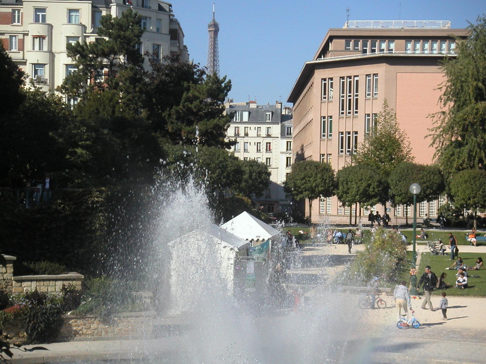 Ma fen tre sur paris square saint lambert for Plein jour fenetre