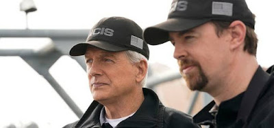 Os atores Mark Harmon e Sean Murray na 16ª temporada de NCIS, o drama mais visto da TV dos EUA