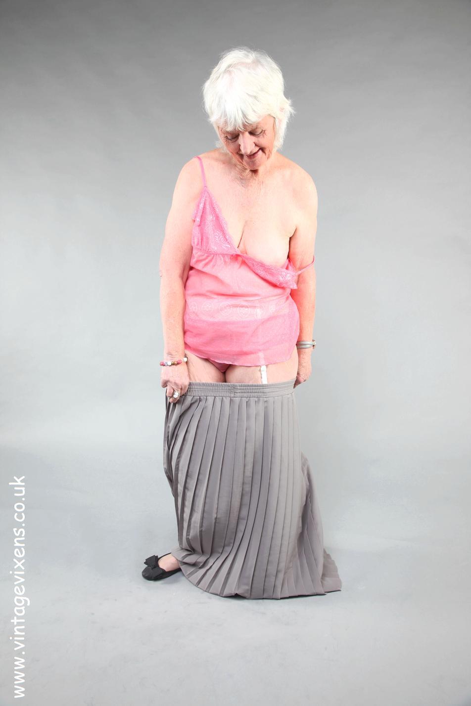 Granny Nude Solo Pics