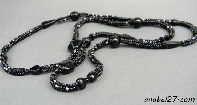 Длинное черное ожерелье-жгут из бисера