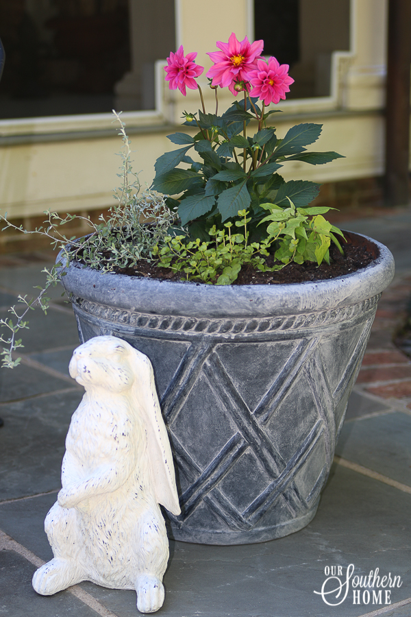 How to give new planters aged look