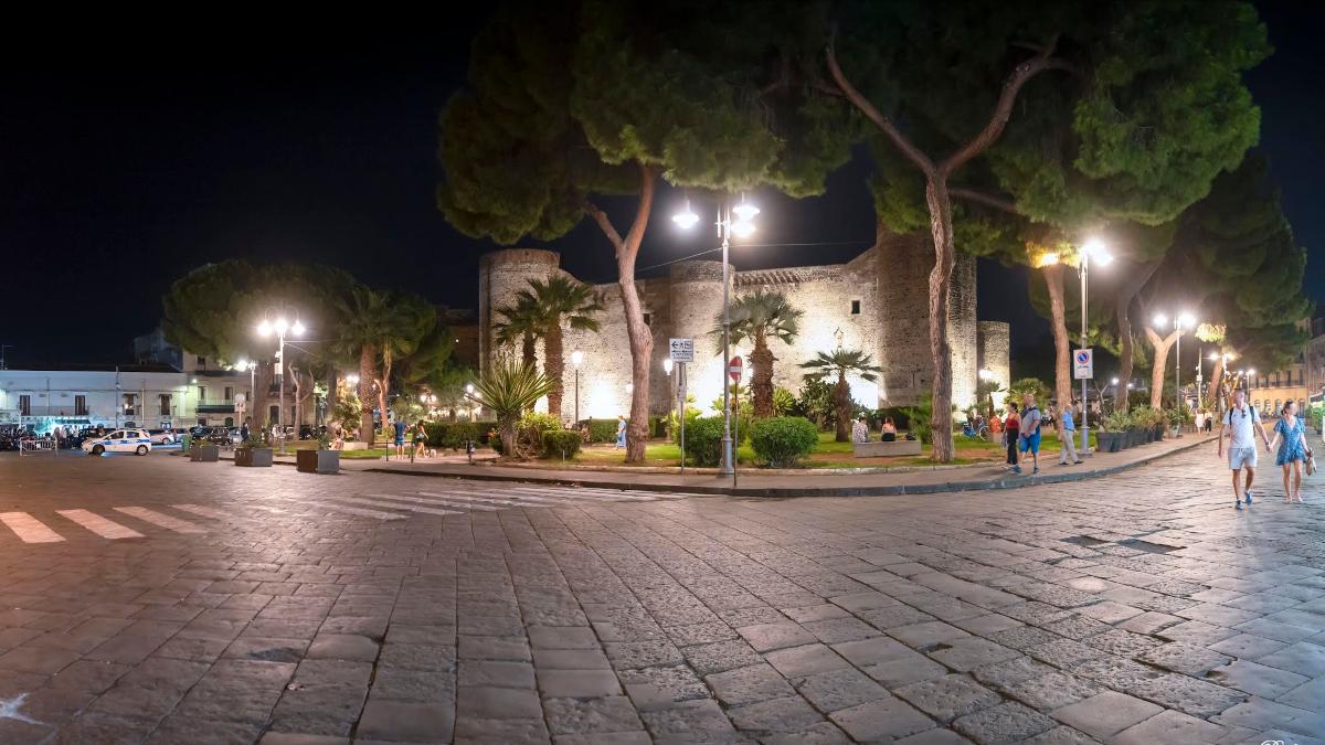 Pedonalizzazione area pedonale Castello Ursino piazza Federico di Svevia