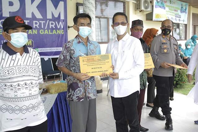 Amsakar bersama Wagub Marlin Sosialisasikan PPKM Level 4