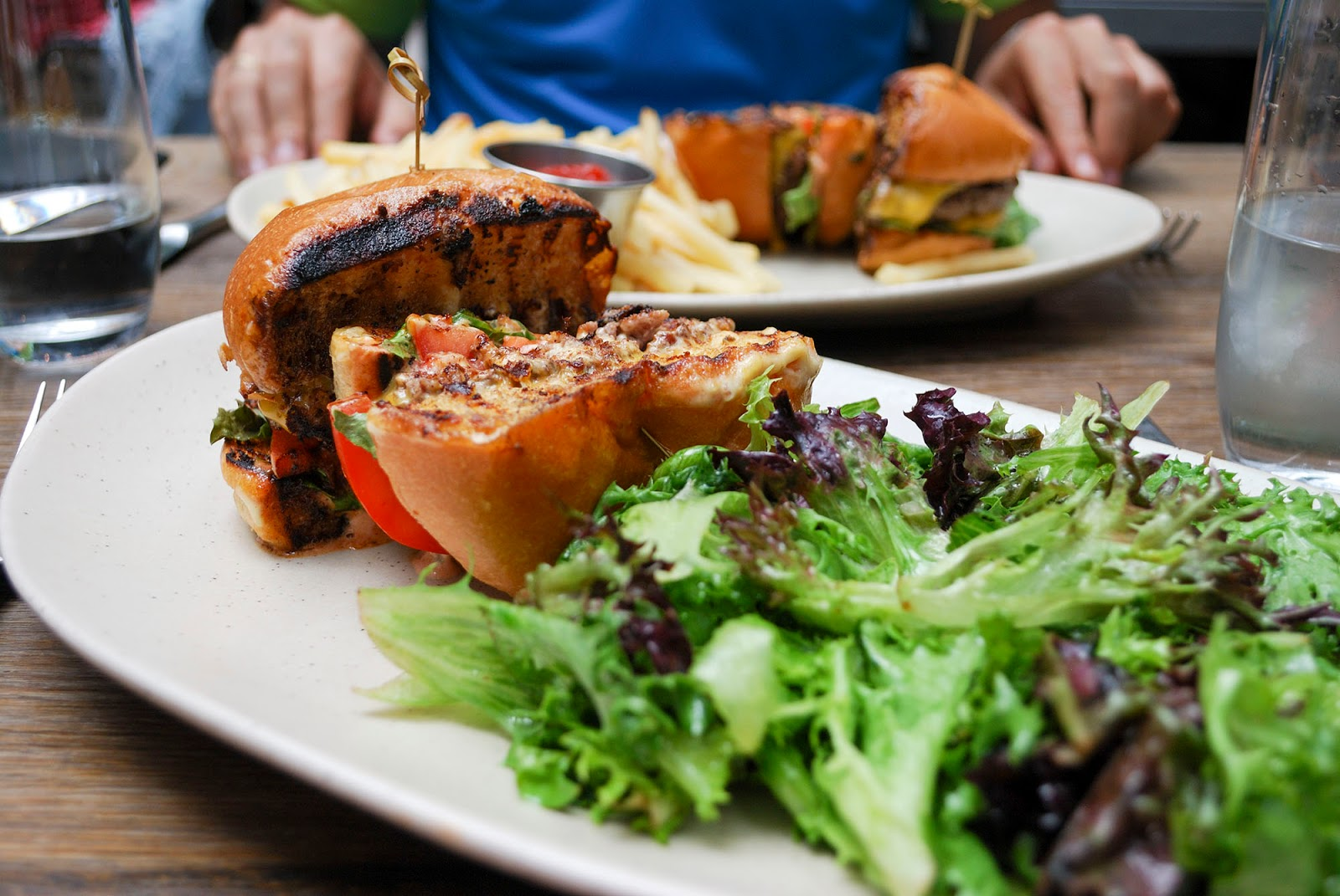 new york itinerary guide plan nomo kitchen restaurant soho manhattan hamburger food