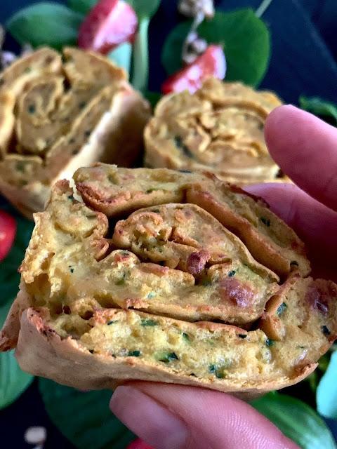 Zucchini-Pfannkuchen-Röllchen #Rezept #glutenfrei #vegan, Kicherebsenmehl, Curcuma, Backofenrezept, Gemüseküche, schnell, einfach