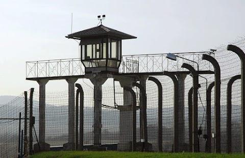 Dühöngött a Facebookon a börtönbizniszen félmilliárdot kaszáló CEU-s fajankó