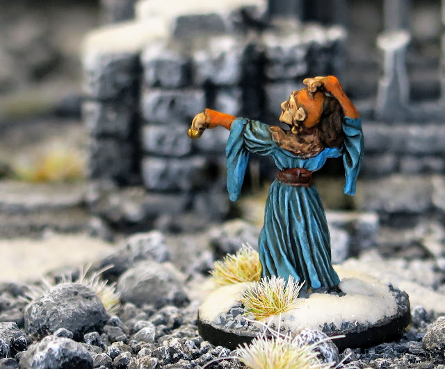 3 25mm Miniatures Wizard Mage Sorceress Ral Partha RP-104 Female Magic Users