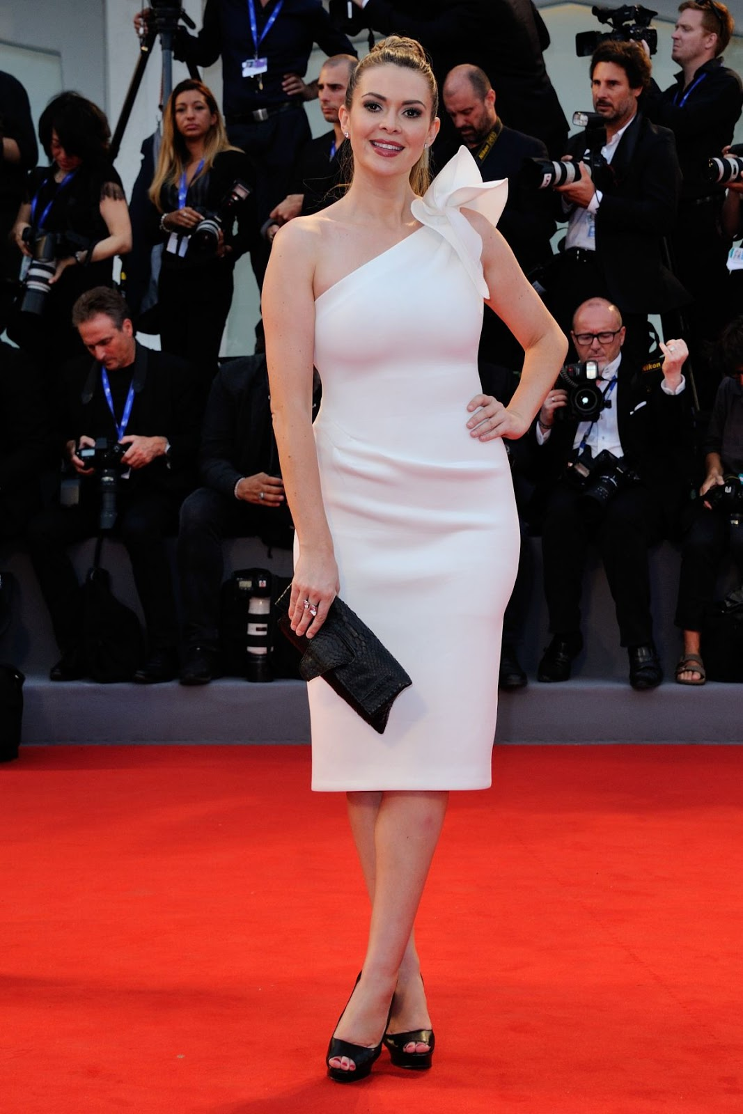 Full HQ Photos of Carly Steel in White Dress At Hacksaw Ridge Premiere At 2016 Venice Film Festival